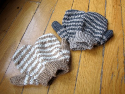 2 pairs of mittens