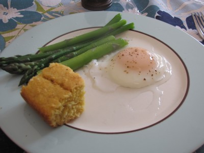 poached egg, asparagus, and corn bread on a plate