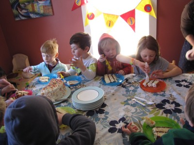 kids at the table digging in to birthday cake