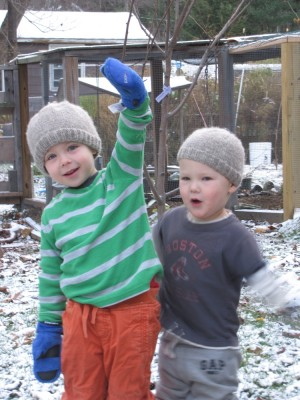 Zion and Lijah posing in the snow