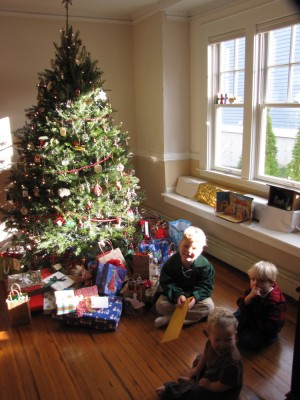 the three boys sitting in front of grandma and grandpa's tree