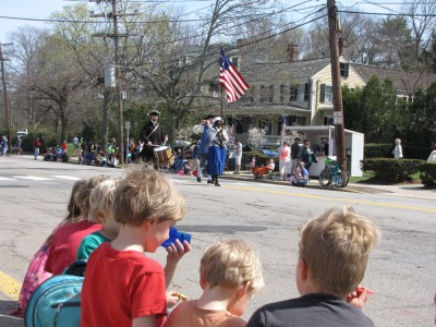 kids watching the parade