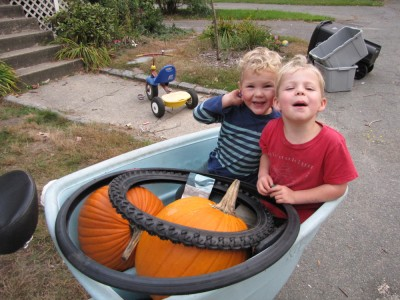 Zion and Lijah in the cargo bike with two big pumpkins