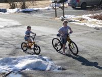 Harvey and Zion on their bikes in shorts and short sleeves