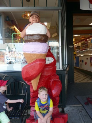 Zion and Lijah posing with the ice cream lobster in Bar Harbor